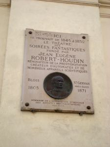 ...and stumbled upon by chance the next day, the site of Théâtre Robert-Houdin